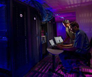 Obrazek opisuje serwerownie